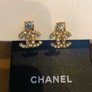 Authentic tic vintage Chanel earrings clip on